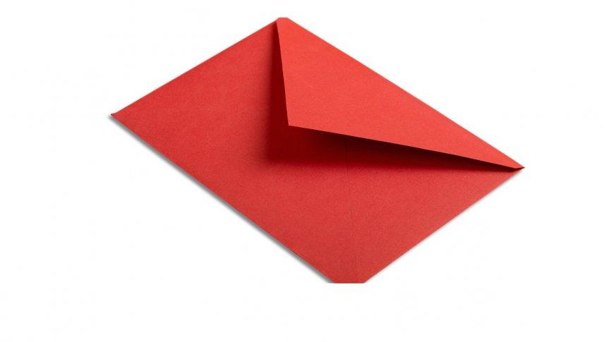 Czerwona koperta na listy