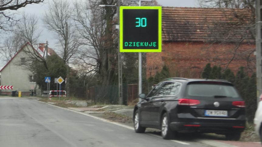 Radarowy wyświetlacze prędkości rzeczywistej w Trestnie