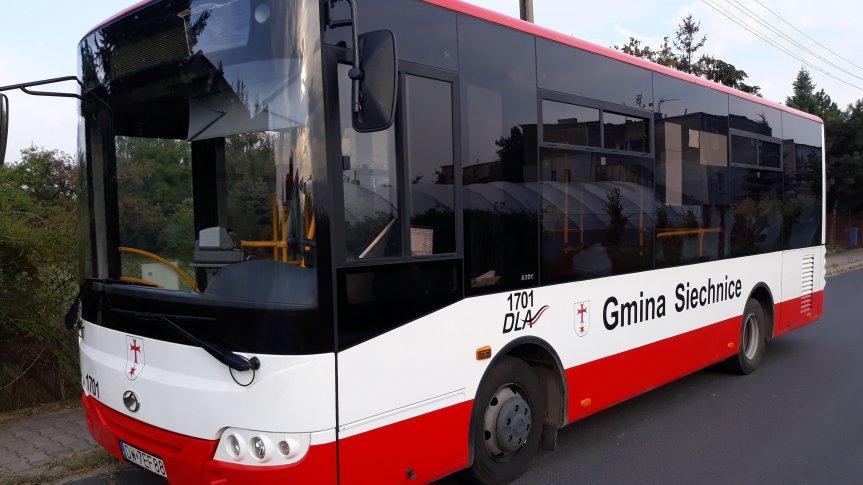 autobus z napisem Gmina Siechnice